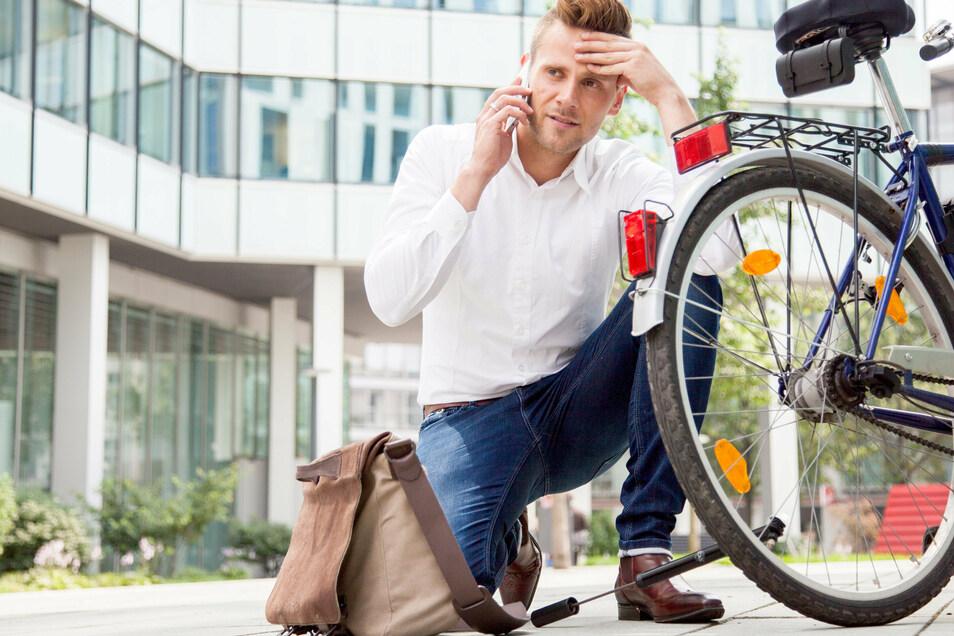 Nicht nur Autos, auch moderne Fahrräder werden immer komplizierter. Nicht jede Panne kann man selbst beheben.