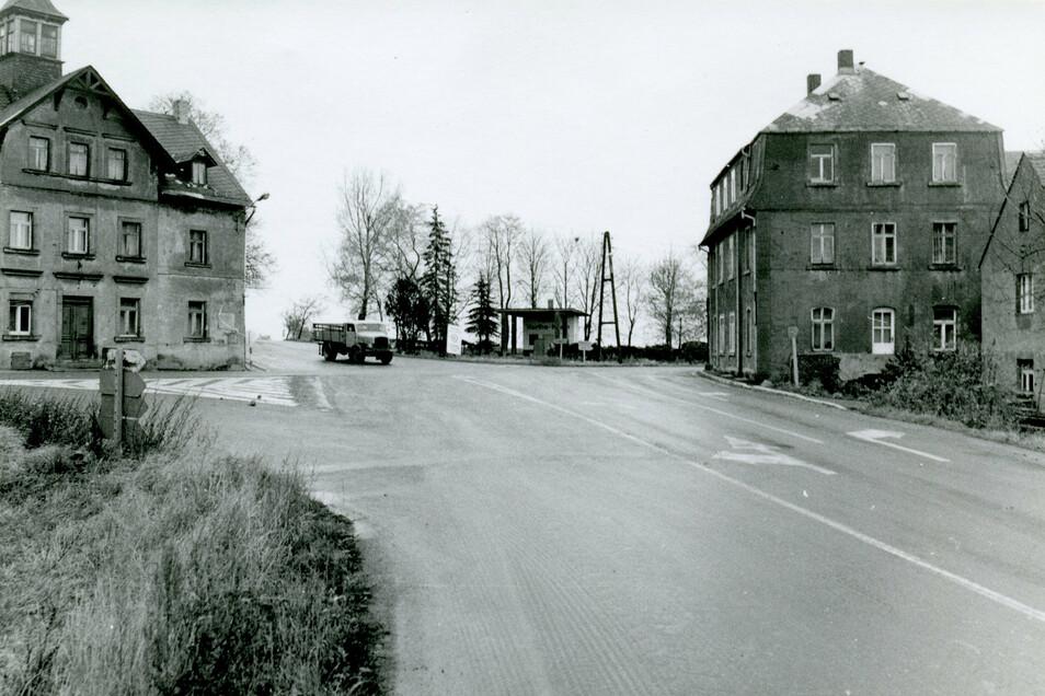 Das Archivfoto zeigt das Harthaer Kreuz mit seinen engen und unübersichtlichen Straßen.