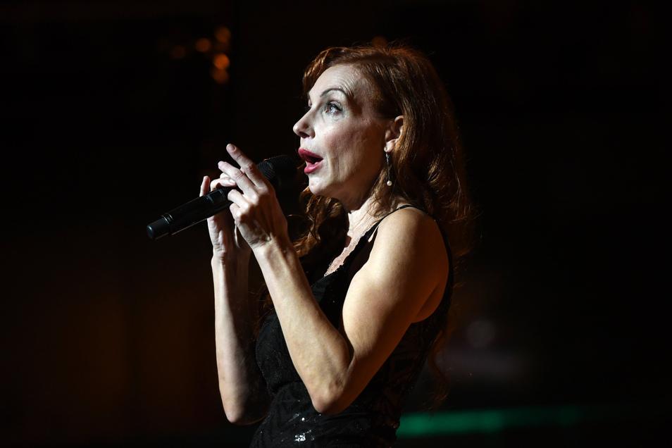 Die deutsche Sängerin und Schauspielerin Ute Lemper wird am 16. Mai beim 24-stündigen Livestream-Festival moderieren.