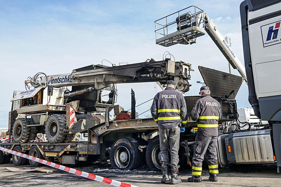 In der Nacht zum 5. November 2019 brannten in Bautzen mehrere Fahrzeuge der Baufirma Hentschke. Die Polizei geht von einer politisch linksextremistisch motivierten Straftat aus.