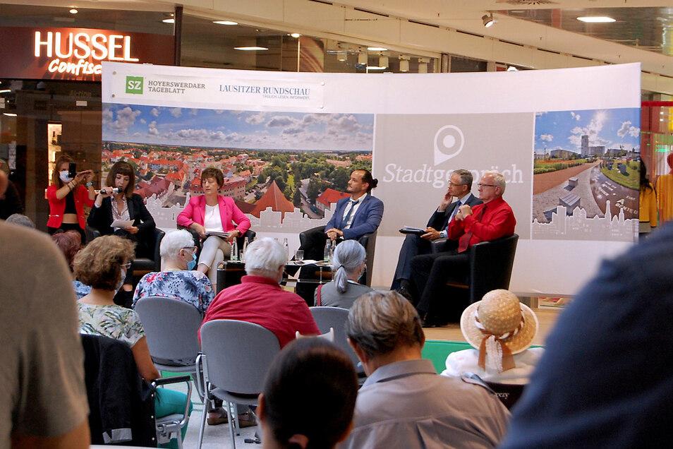 Wahlkampfveranstaltung aller OB-Kandidaten im Lausitz-Center Hoyerswerda am 24. August 2020.