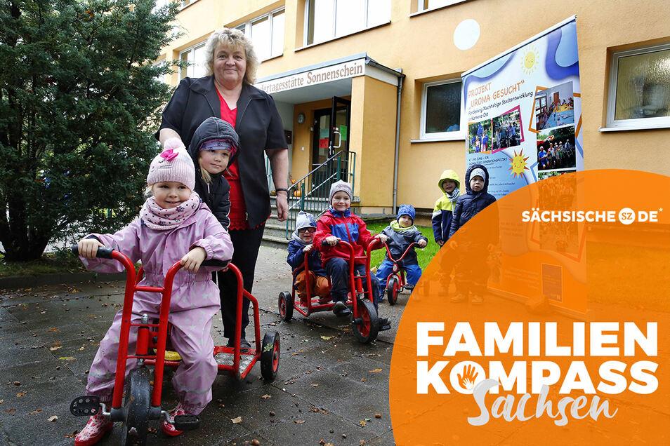 """In der Kamenzer Kita Sonnenschein läuft das Projekt """"Uroma gesucht"""", das Kerstin Queißer leitet. Das soll Generationen miteinander verbinden und entlastend wirken bei Personalknappheit, die im SZ-Familienkompass von einigen Eltern kritisiert wird."""