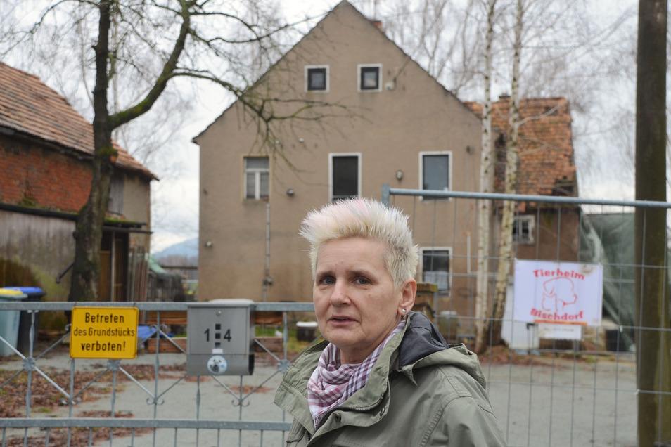 Achtung Baustelle! Noch ist jede Menge zu tun für Ramona Loske und das gesamte Team vom Tierheim Bischdorf. Das Grundstück samt Haus erbte der Tierschutzverein und hat viel damit vor.
