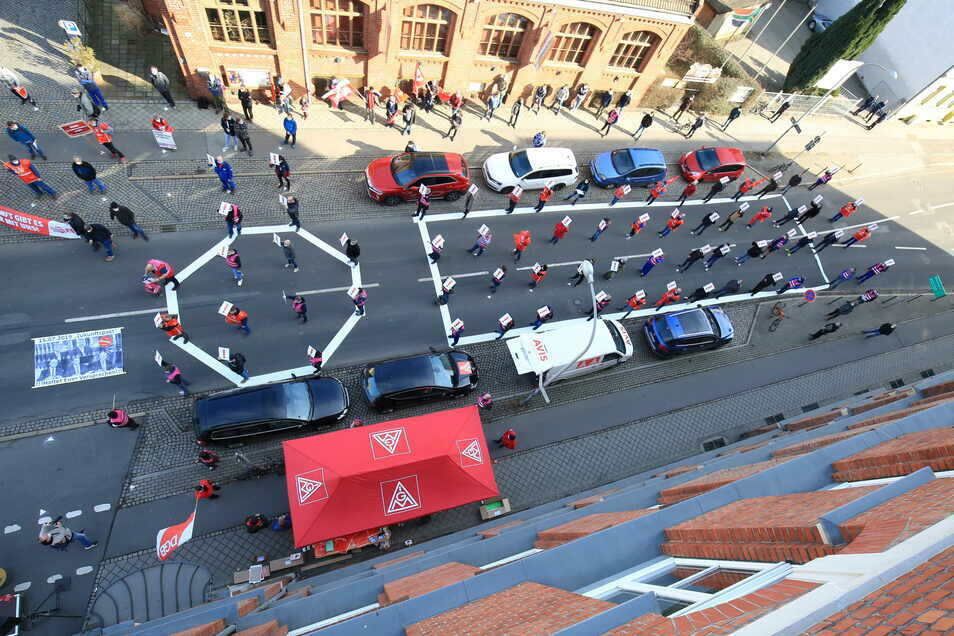 So sah es am Mittwochmittag auf der Lutherstraße aus, als die Siemensianer in einen einstündigen Warnstreik traten.