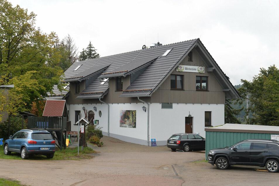 Blick auf die neu entstandene Gaststätte Waldschänke bei Obercunnersdorf. Die Grundabmessungen sind gleich geblieben. Das Gebäude ist aber zwei Meter höher als sein Vorgänger.