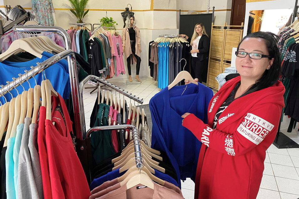 """Auf der Brunnenstraße in Zittau gibt es den neuen Modeladen """"Fashion Queen"""", hier im Bild Mitarbeiterin Jacqueline Weise."""