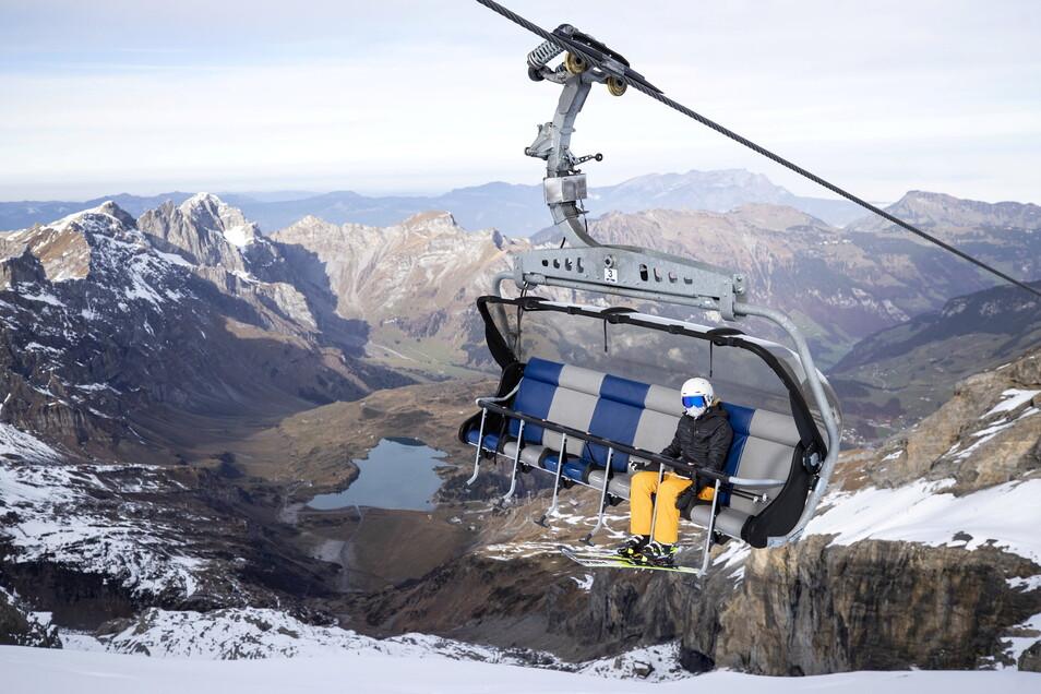 Skifahren in der Schweiz soll nach dem Willen der Schweizer Bergbahnen im kommenden Winter auch ohne Corona-Zertifikat möglich sein.