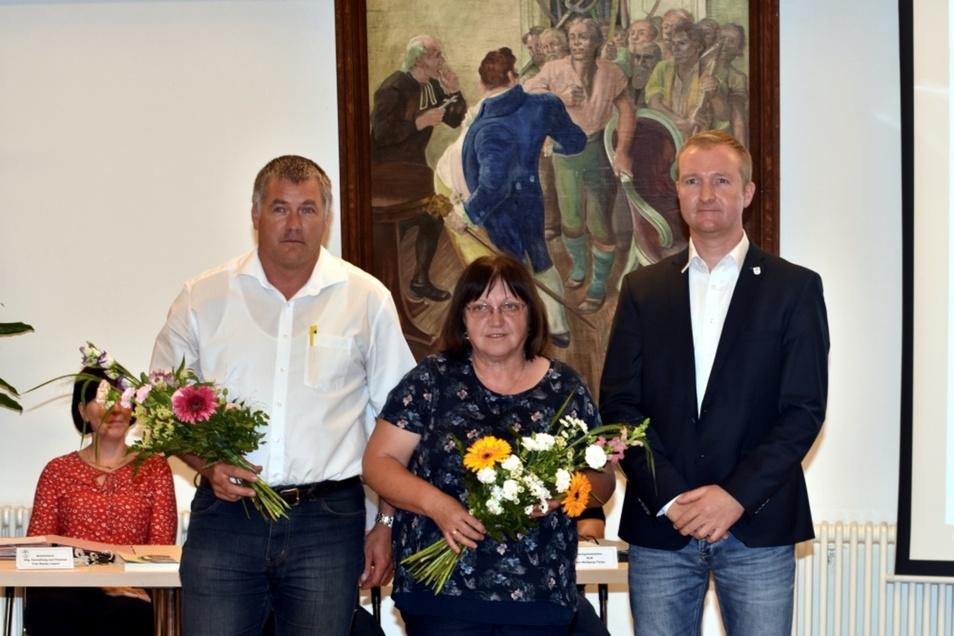 Lohsas Bürgermeister Thomas Leberecht (re.) bat seine beiden frischgewählten Stellvertreter Hagen Aust und Kerstin Robel zum gemeinsamen Foto.