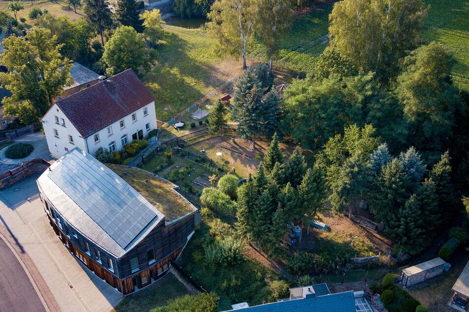 In der Kindertagesstätte soll mit dem Fördergeld von Freistaat und Landkreis unter anderem eines der Dächer erneuert werden.
