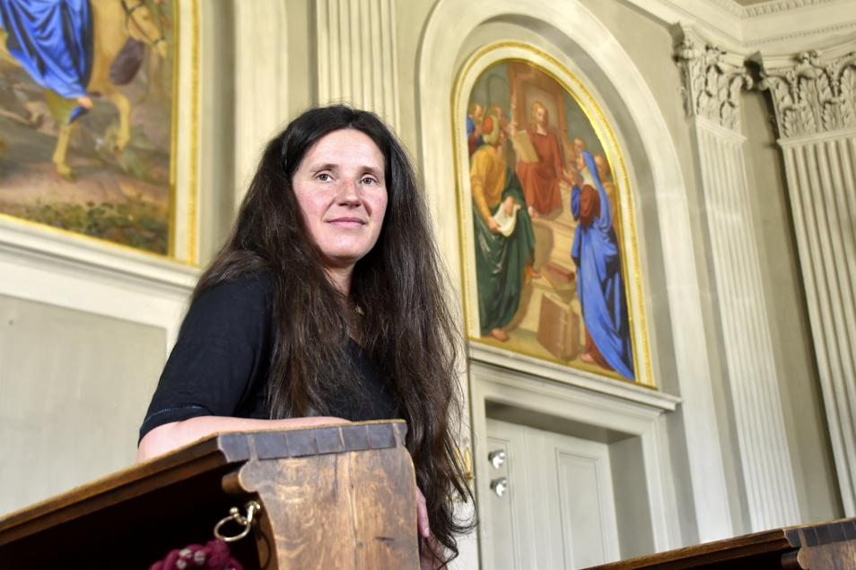 Restauratorin Judith Steinke hat an der Reinigung der Gemälde mitgearbeitet.