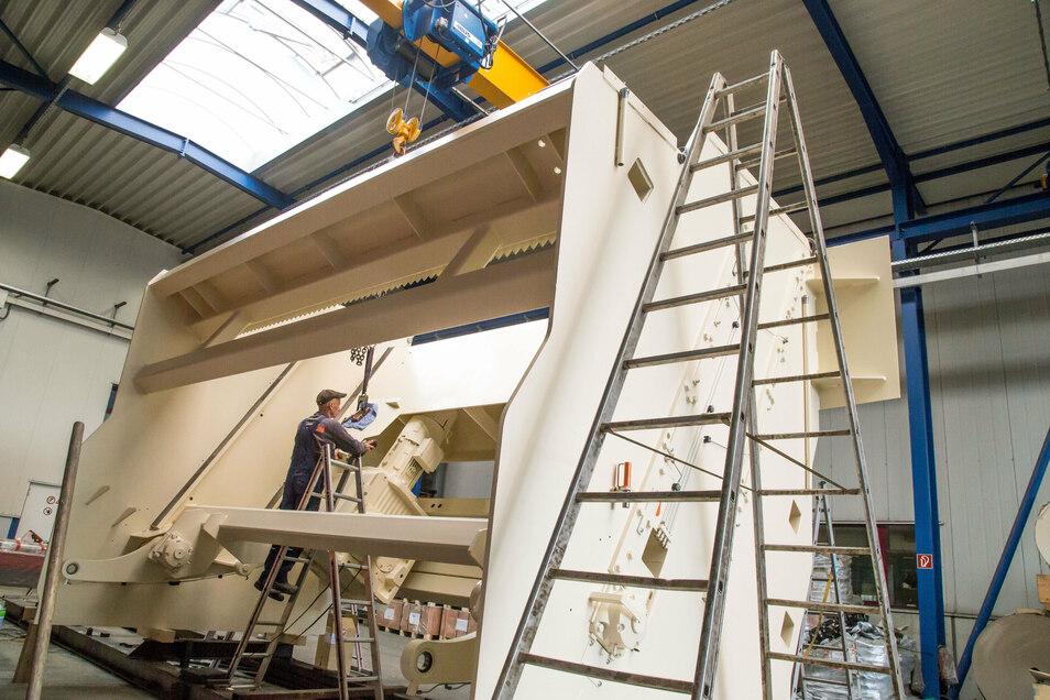 Dieses Teil gehört in Jänkendorf zu einem Großauftrag, der für ein neues Sägewerk vorgesehen ist. Am Ende muss alles zusammenpassen und bei Inbetriebnahme funktionieren.