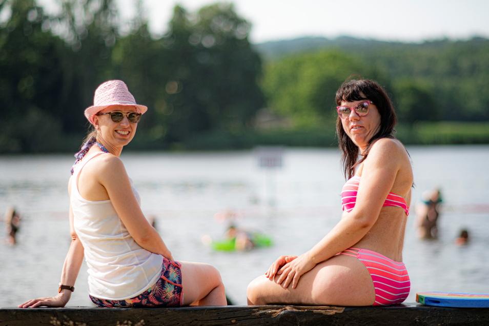 Sie fühlen sich wohl im Buschmühlenbad in Hauswalde: Beatrice Müller (l.) und Cathleen Haufe.