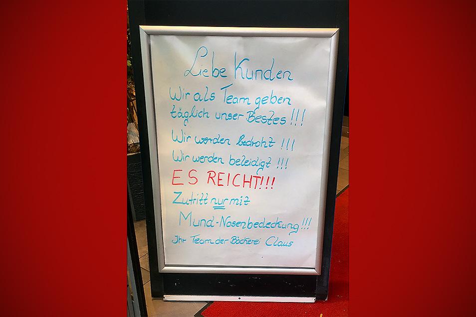Das Schild haben Steffi und Lutz Claus vor der Filiale am Dresdner Hubertusplatz aufgestellt. Es spricht Bände.