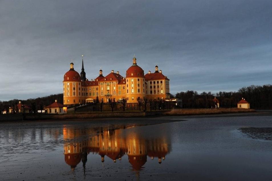 """Das Schloss Moritzburg beherbergt vermutlich zum letzten Mal eine Ausstellung zum Film """"Drei Haselnüsse für Aschenbrödel""""."""