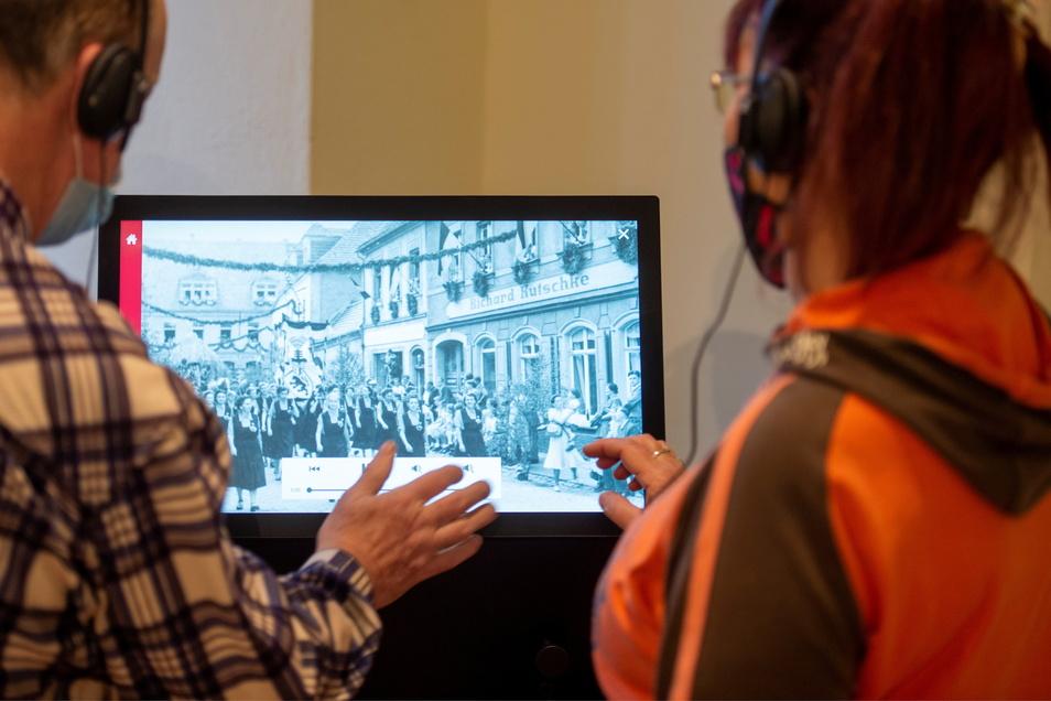 Der neue Info-Monitor im Foyer des Museums Alte Lateinschule Großenhain zeigt Fotos und Filme zur Tausendjahrfeier.