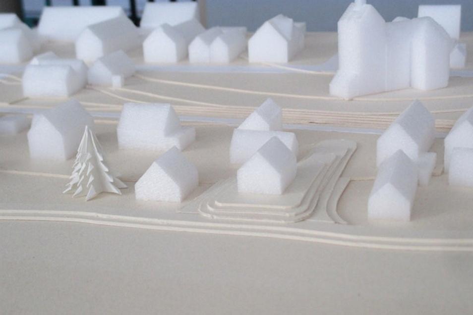 2015 hat Olaf Lier mit seinem Sohn ein Ortsmodell gebaut. Es zeigt, wie die Häuser nach der Hebung stehen.