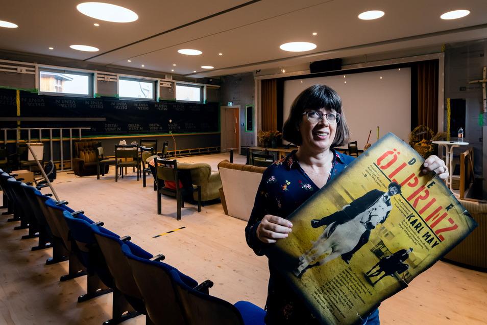 """Öffentliche Kinoabende sind verboten, Filmabende in Familie jedoch erlaubt. Diese Nische nutzt Simone Leonhardi vom Verein """"Königsteiner Lichtspiele""""."""