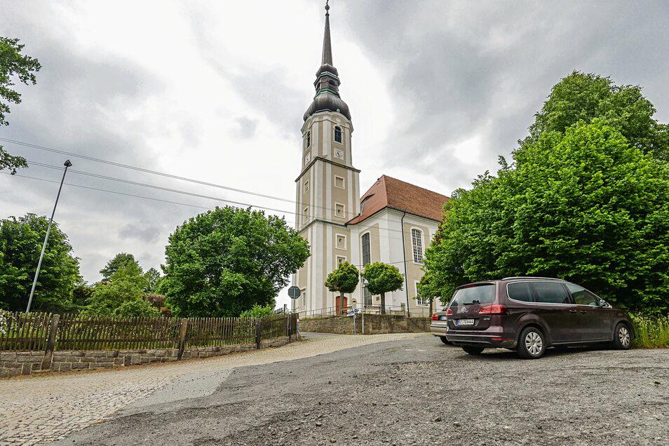 In diesem Jahr wird der Kirchweg in Cunewalde erneuert. Entstehen sollen eine gut befahrbare Straße für Einheimische und ein Anlaufpunkt für Touristen.
