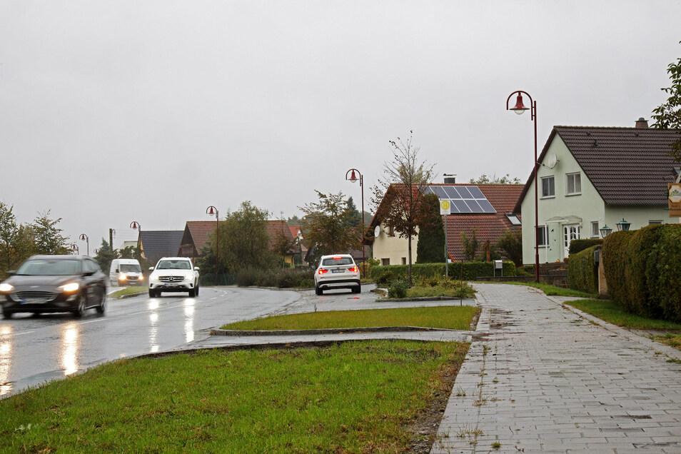 Die B 169 in Tiefenau: Für die 2009 sanierte Straße sollten eigentlich schon längst Straßenbaubeitragsbescheide ergangen sein. Dass das nicht passiert ist, regt Gemeinderäte auf.