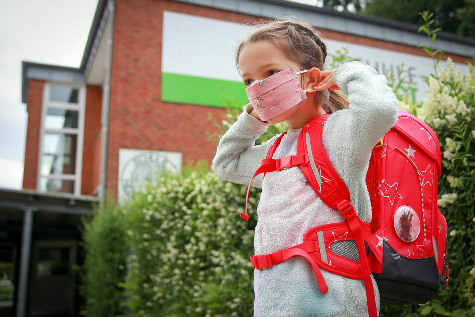 Mit Maske in die Schule: Die neuen Erstklässler werden sich an andere Regeln halten müssen als in den Jahren zuvor.