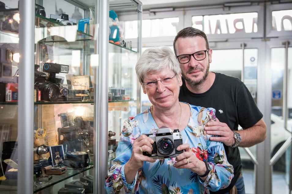 Seit rund zehn Jahren stärkt ihr Sohn Jörg Ute Grohmann den Rücken im Geschäft auf der Rothenburger Straße.