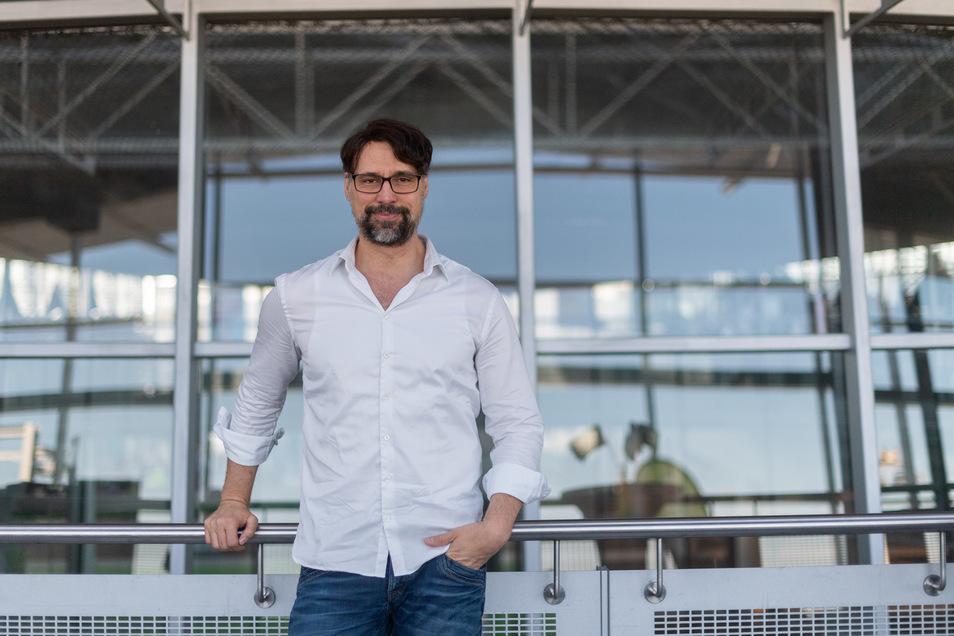 Alexander Krock, Manager bei Google, steht vor Beginn seines Vortrags beim 14. Silicon Saxony Day im Konferenzcenter am Dresdner Flughafen International.