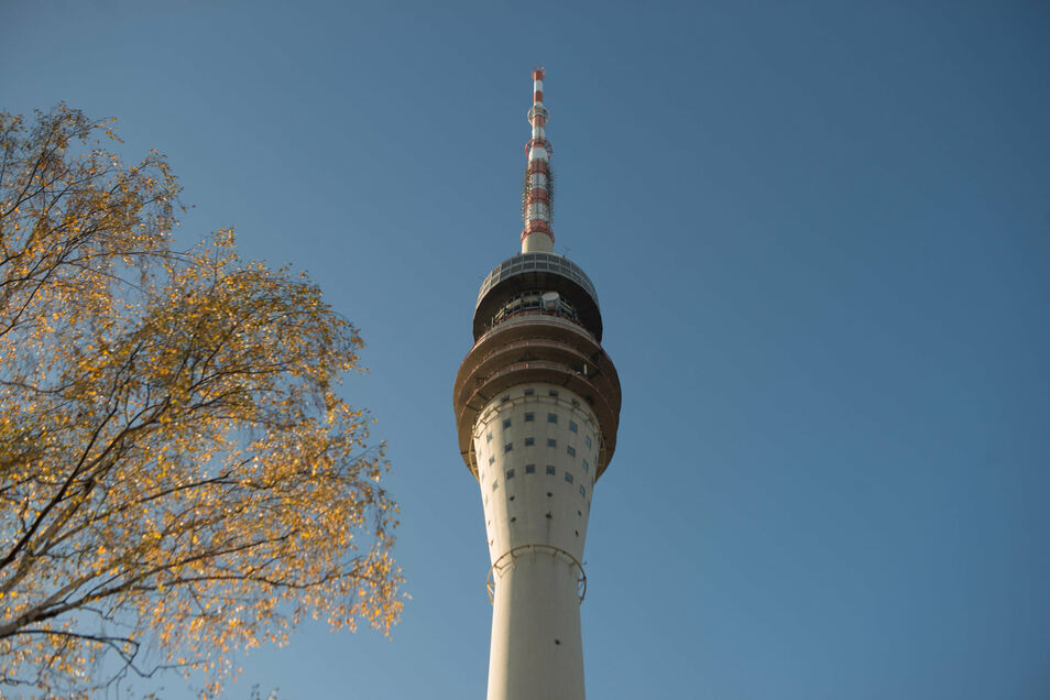 Viele Dresdner freuen sich auf die Wiedereröffnung des Dresdner Fernsehturmes. Anwohner wollen aber die Frage der Erreichbarkeit vorher geklärt wissen.