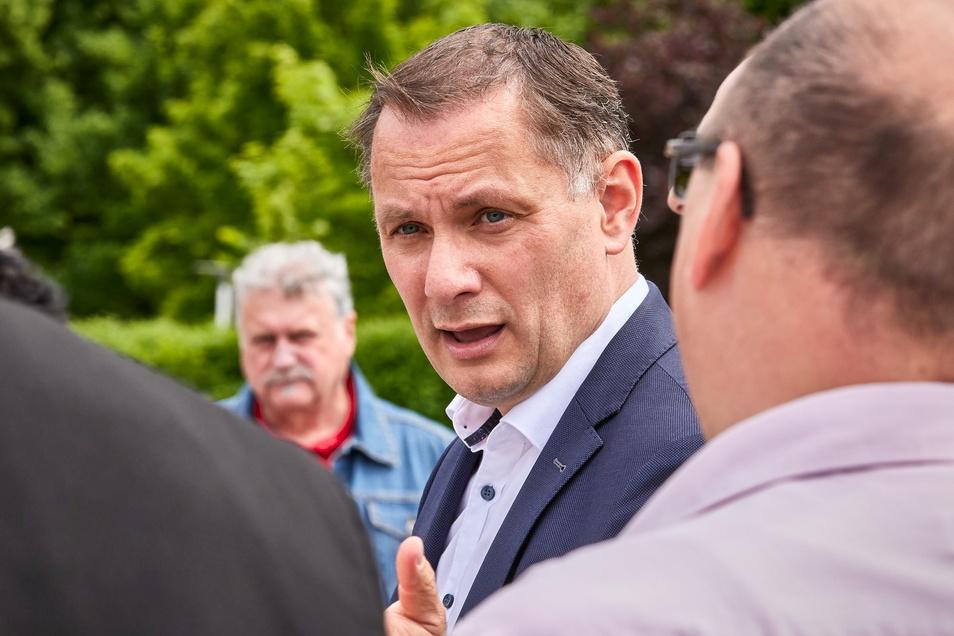 AfD-Bundeschef Tino Chrupalla in Neustadt. Beim Thema Rente konform mit der Linkspartei.