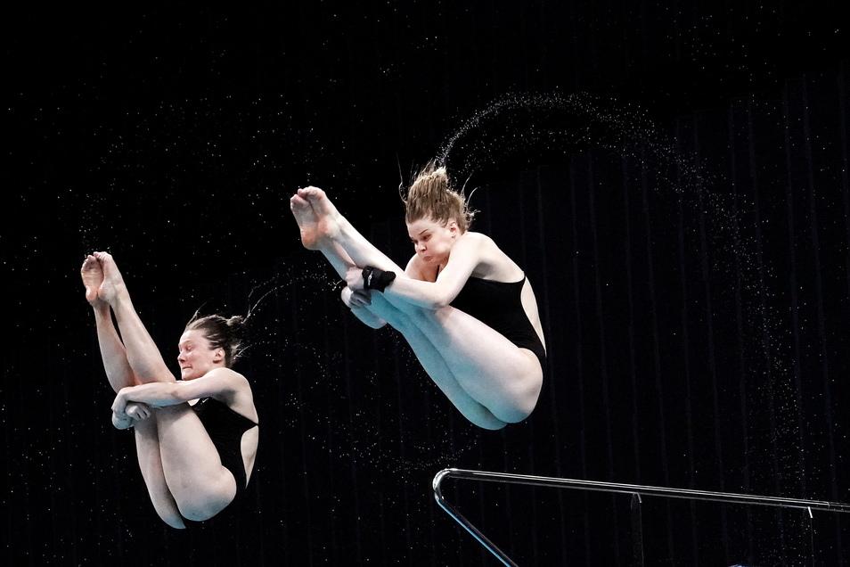 Streckung bis in die Zehenspitzen: Tina Punzel (l.) und Christina Wassen landeten vom Turm auf dem dritten Platz und sicherten sich einen Startplatz bei Olympia.