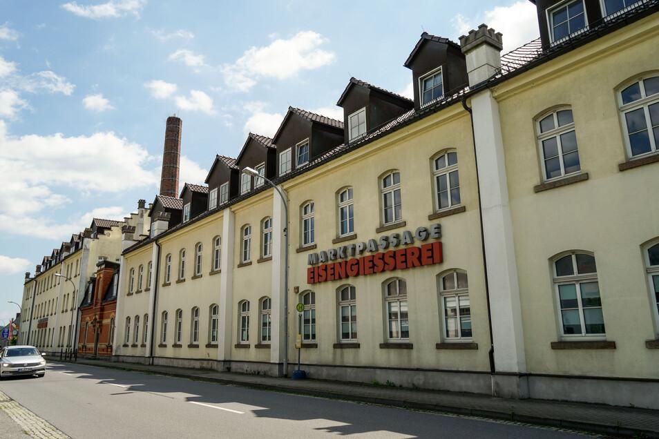 Die Eisengießerei in Neukirch von der Dresdner Straße aus gesehen.