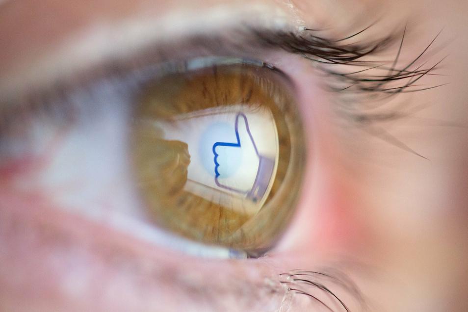 Facebook geht gegen gefährliche Corona-Meldungen vor.