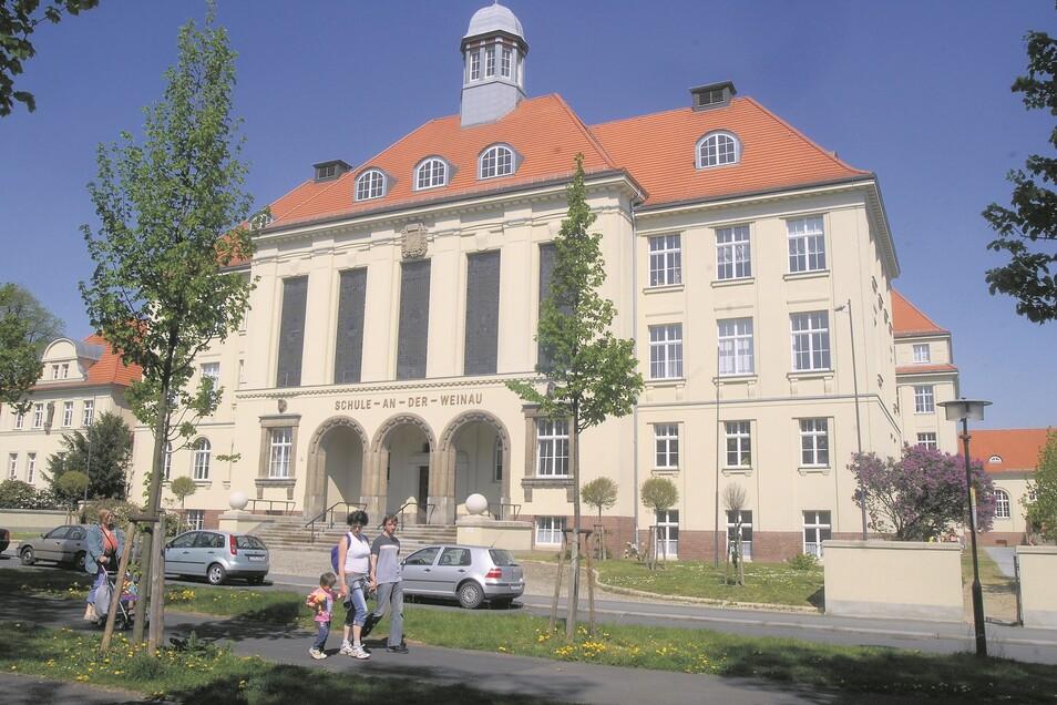 Die Zittauer Weinauschule heute. Errichtet wurde sie von 1914 bis 1920 an der Bismarckallee, die heute Weinauallee heißt.