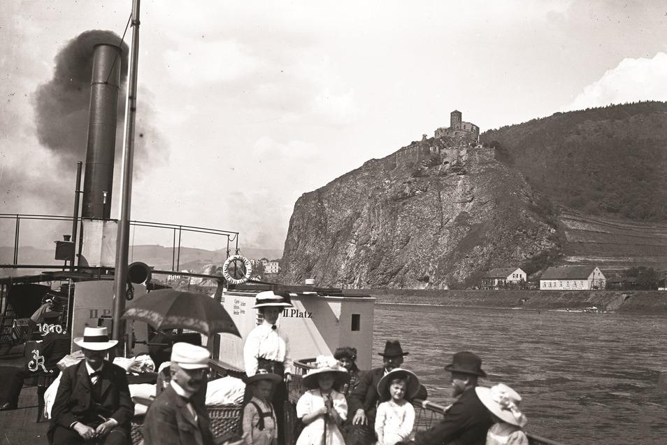Als Ústí noch Aussig war: Ein Elbedampfer schipperte 1910 vor Burg Schreckenstein vorbei. Im Museum der Deutschen sollen künftig auch Aufnahmen wie diese vom Leben der Sudetendeutschen vor der Vertreibung erinnern.