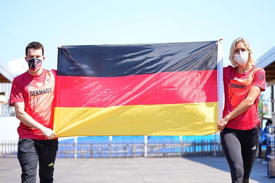 Wasserspringer Patrick Hausding (l) und Beachvolleyballspielerin Laura Ludwig sind zum Fahnenträger-Duo vom Team Deutschland für die Eröffnungsfeier der Olympischen Spiele 2020 Tokio gewählt werden.