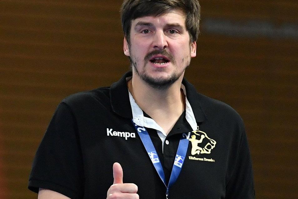 Daumen hoch: Trainer Rico Göde fordert von seiner Mannschaft, die Siegesserie fortzusetzen.
