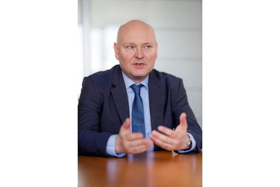 Achim Truger ist Professor für Staatstätigkeit und Staatsfinanzen an der Universität Duisburg-Essen und Mitglied des Sachverständigenrates zur Begutachtung der gesamtwirtschaftlichen Entwicklung.