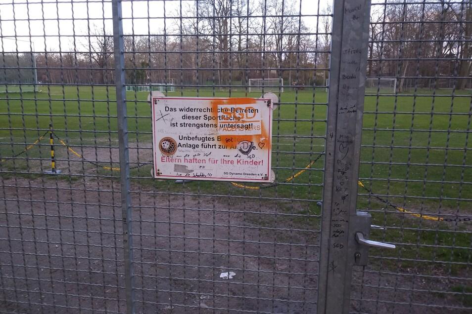 Dynamos Trainingsplatz im Großen Garten in Dresden ist gesperrt, genauso wie das benachbarte Rudolf-Harbig-Stadion.