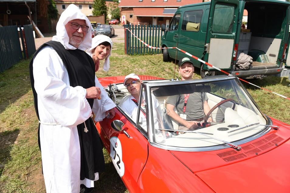 Auch im Kloster Buch waren die Teilnehmer mit ihren Autos zu Besuch.