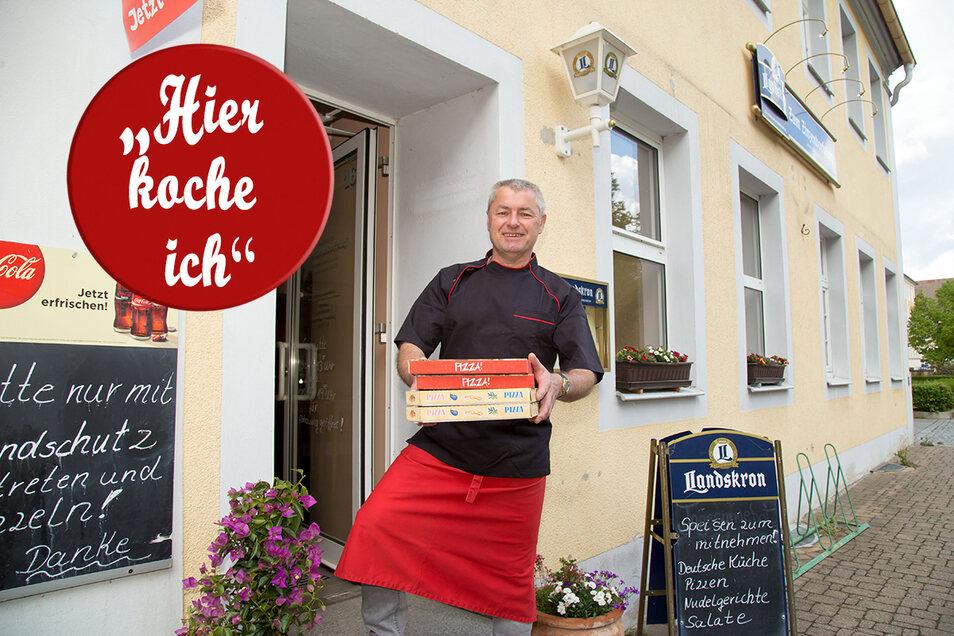 """Uwe Gramsch steuert seine Gaststätte """"Zum Zinzendorfplatz"""" durch schwere Zeiten. Hoffnung setzt er auf den Freitag, wenn Gasthäuser wieder öffnen dürfen."""