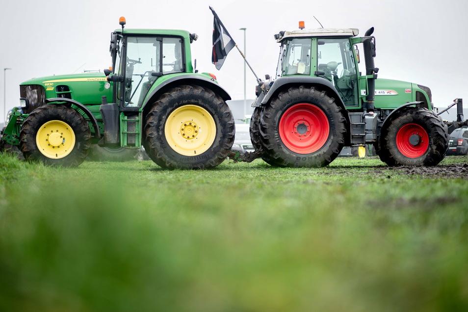 Landwirte blockierten am 1. Dezember mit ihren Traktoren die Zufahrt zum Zentrallager von Lidl in CLoppenburg/Niedersachsen.