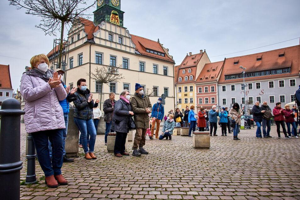 Am Sonnabend wieder erlaubt - mit Auflagen und unter Beobachtung: Das anständige Lieder-Konzert auf dem Pirnaer Markt.