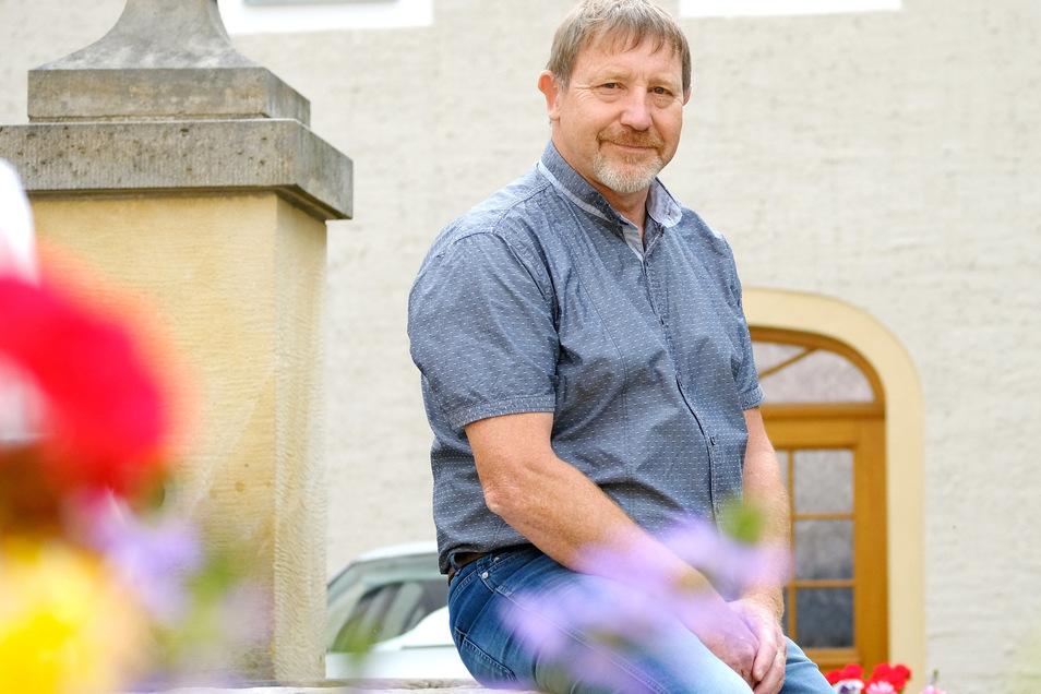 Dieter Schneider, gelernter Elektromonteur, studierter Staatswissenschaftler und Diplom-Verwaltungswirt, hat heute seinen letzten Arbeitstag.