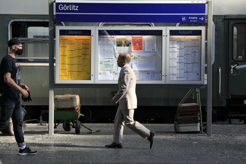 """Der Bahnhof Görlitz ist aktuell Filmkulisse für den ARD-Fernsehfilm """"3 1/2 Stunden"""" - im Bild Schauspieler Moritz Katzmair."""