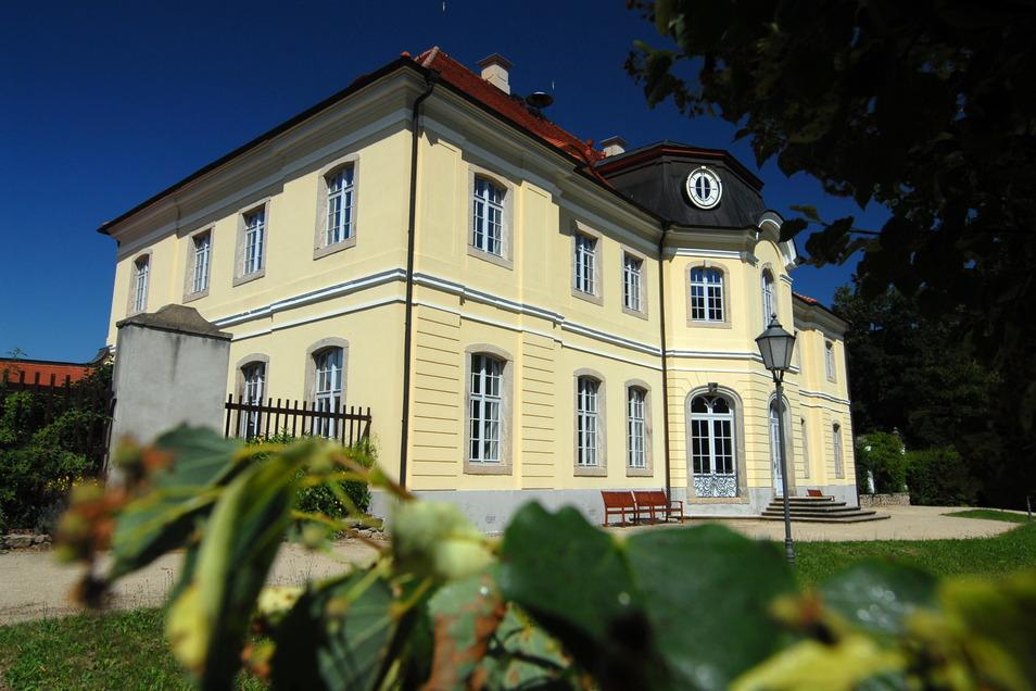 Das Barckschloss Königshain zählt zu den schönsten Anlagen im Görlitzer Umland. Dank der Gemeinde ist es auch gut in Schuss.