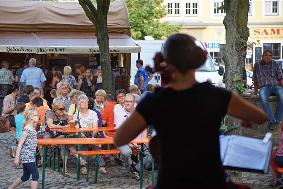 Das Trio Milon aus Dresden spielte auf dem Fleischmarkt.