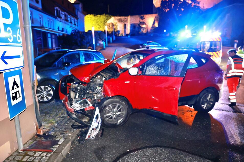 Die Hyundai-Fahrerin wurde bei dem Unfall schwer verletzt.