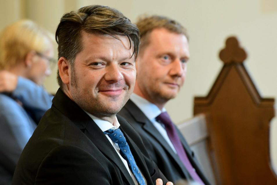 Das war das zweite Foto, auf dem Facebook-Nutzer die Nicht-Einhaltung der Corona-Regeln kritisieren: MP Kretschmer und Zittaus OB Thomas Zenker am Sonnabend in der Zittauer Frauenkirche.