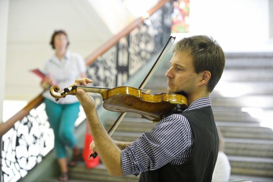 Bei einem Bachfest vor einiger Zeit spielte Max Hilfenhaus im Görlitzer Rathaus. Am Palmsonntag tritt er mit einem Streichquartett in der Kreuzkirche auf.