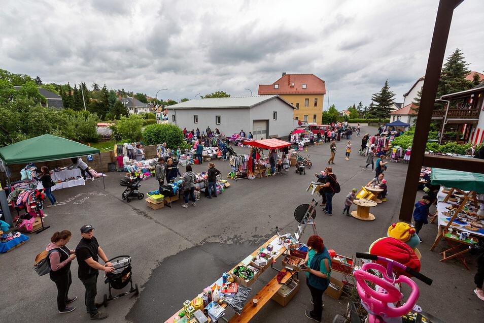 Der erste Kindersachen-Flohmarkt nach den Corona-Einschränkungen in der Region am Sonntag in Bannewitz.