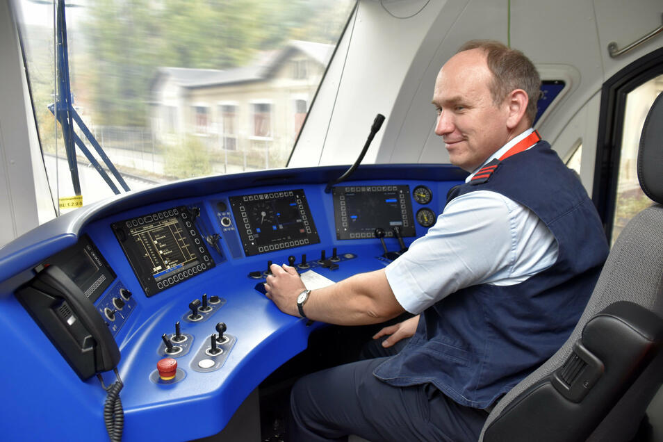 Zugführer Frank Schümer aus Bayern. In dem Freistaat fahren die neuen Triebwagen bereits.